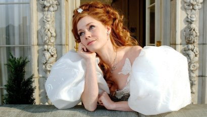 """Amy Adams in <i>Enchanted</i>""""><figcaption> <span class="""