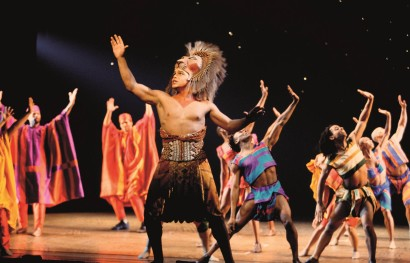 The_Lion_King_Broadway_Production_Photo_Jason_Raize_and_the_original_company_of_THE_LION_KING_photo_by_Joan_Marcus_HR.jpg