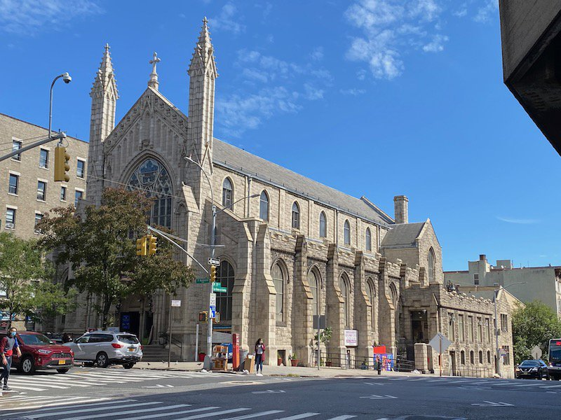 Holyrood Episcopal Church-Iglesia Santa Cruz at the corner of West 179th Street and Fort Washington Avenue, built in the Gothic Revival style.
